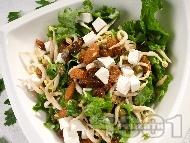 Зелена салата със спанак, кълнове, ядки и стафиди